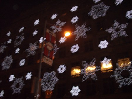 macys-store-with-christmas-lights