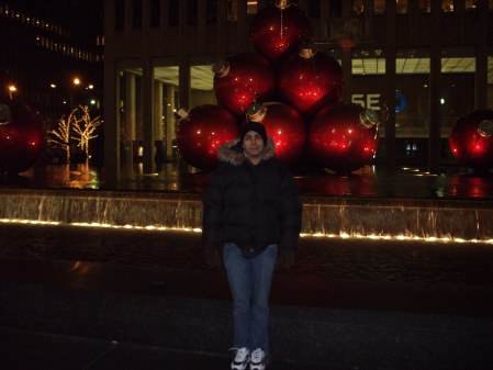 me-in-front-of-big-christmas-balls