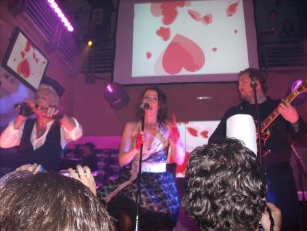 Ulf, Jenny y Jonas, integrantes de Ace Of Base en escena